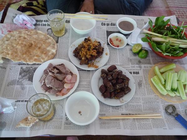 """ハノイ その4 : ハノイ名物 ニャッタンNhật Tânの Thịt Chó """"Anh tú béo""""_e0152073_120226.jpg"""