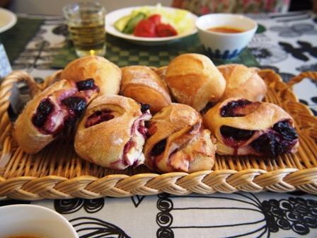 甘いパンは徹底的に甘く、しょっぱいのはほどほどで_e0167593_1132151.jpg