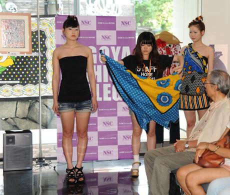 タンザニアのアートとクラフ卜展 2012で名古屋ファッション専門学校のショー_b0110019_17191581.jpg