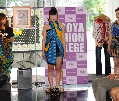 タンザニアのアートとクラフ卜展 2012で名古屋ファッション専門学校のショー_b0110019_17193542.jpg