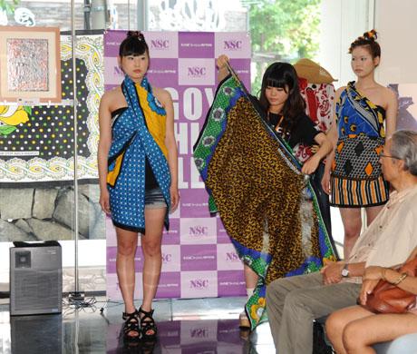 タンザニアのアートとクラフ卜展 2012で名古屋ファッション専門学校のショー_b0110019_17194158.jpg