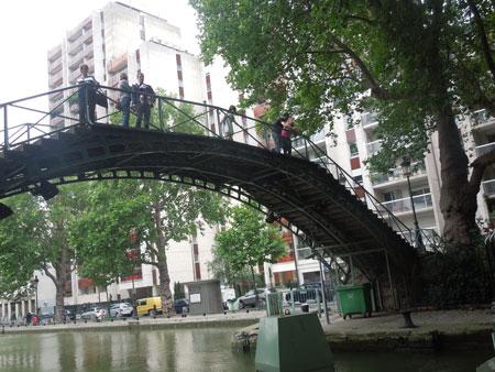 une balade pres du canal canal saint martin_a0262845_12422571.jpg