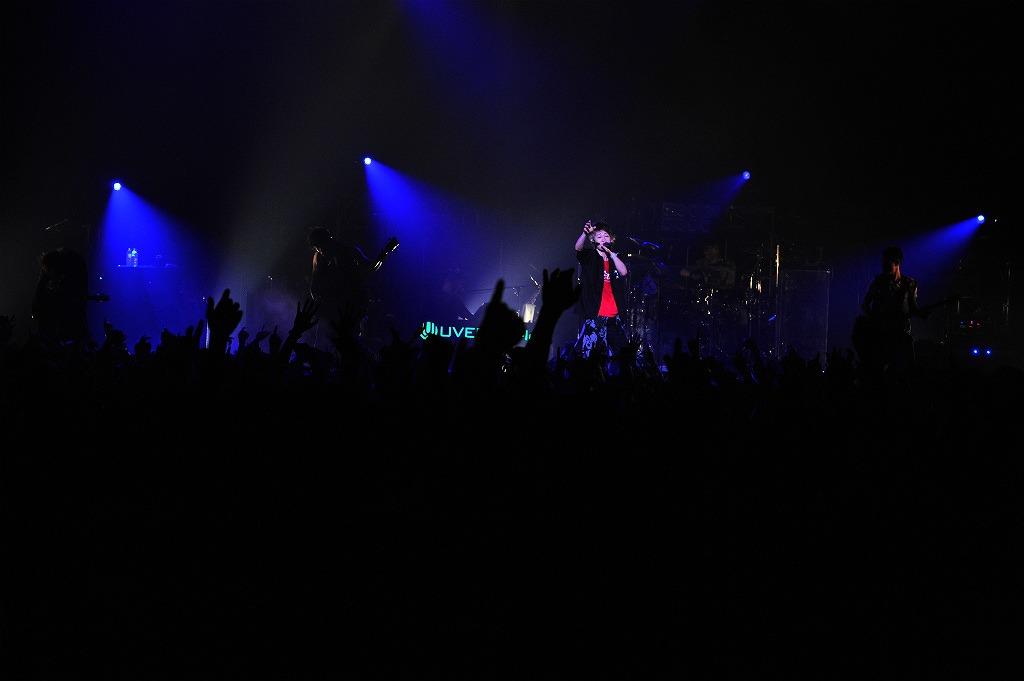 UVERworld、狂喜乱舞の女性限定ライヴ・灼熱の男性限定ライヴにてツアー終了_e0197970_13582238.jpg