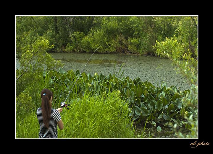 あいの里公園のトンネウス沼の釣り人_b0181889_67345.jpg