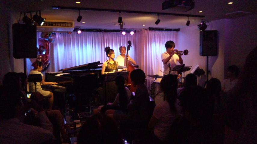 土曜日 今日は石川裕海ライブ♪_b0115606_123136.jpg