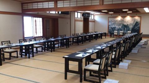 会長の壇引き法要、食事の席にて。_d0182179_13585193.jpg