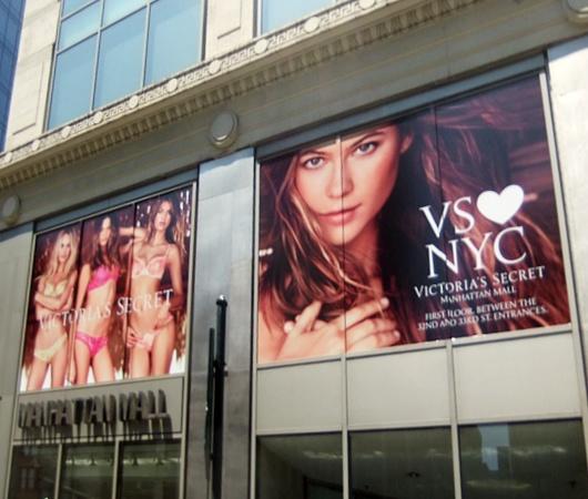 ビクトリア・シークレットのニューヨークを愛してますの巨大看板_b0007805_0141869.jpg