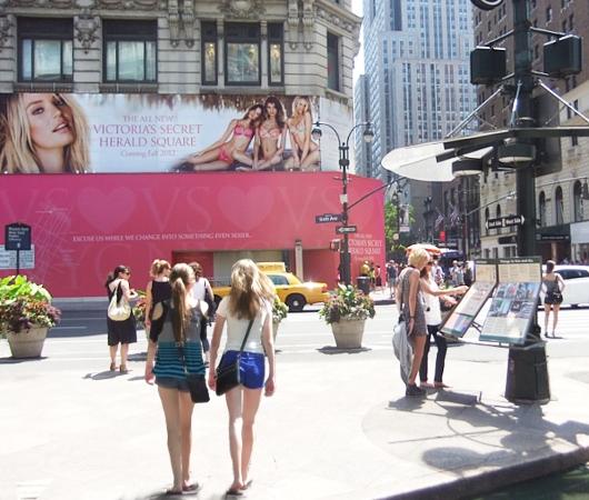ビクトリア・シークレットのニューヨークを愛してますの巨大看板_b0007805_0142887.jpg