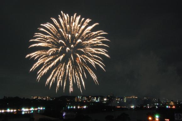 8月1日の花火大会、ご家族でぜひ。_d0116009_11414021.jpg