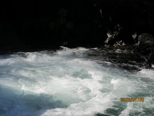 ちょっと涼んでいただきましょうシャスタのマクラウド滝_e0131324_1102376.jpg