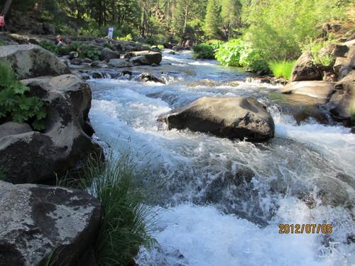 ちょっと涼んでいただきましょうシャスタのマクラウド滝_e0131324_1111322.jpg