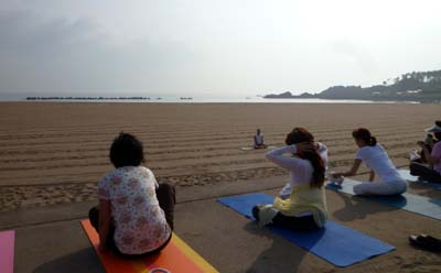 Yoga on the beach!! 2012_c0151053_2159358.jpg