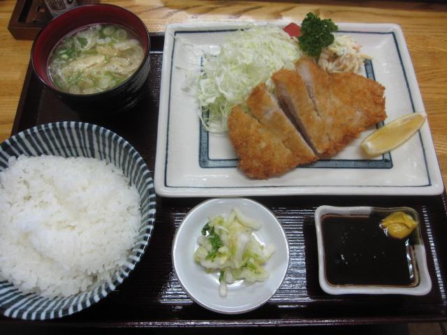 とんかつハウスとんとん空港店「ロースカツ定食¥900」@伊丹空港近く_b0042308_1439308.jpg