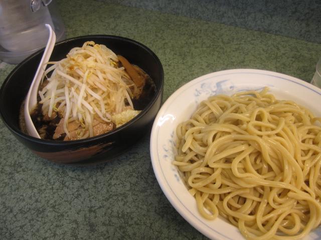 ラーメン二郎 「小ブタつけ麺」¥950@新宿小滝橋通り店_b0042308_17852.jpg