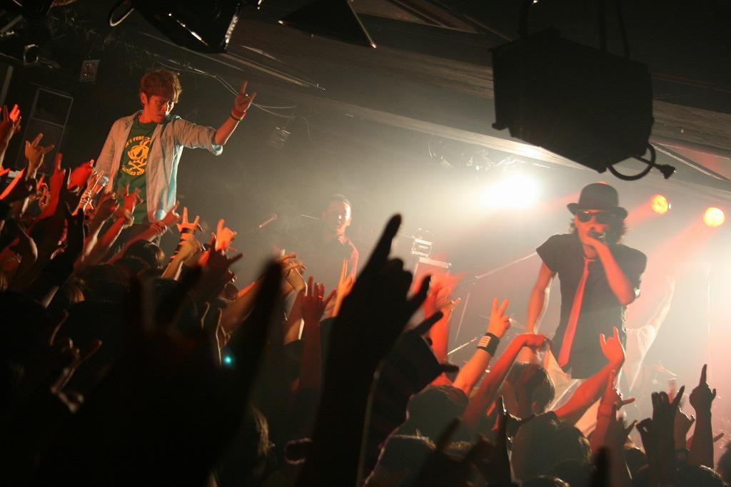 FLOW 10周年突入を祝う炎の5DAYS『突入 THE MAX!!!』完遂!_e0197970_17413210.jpg