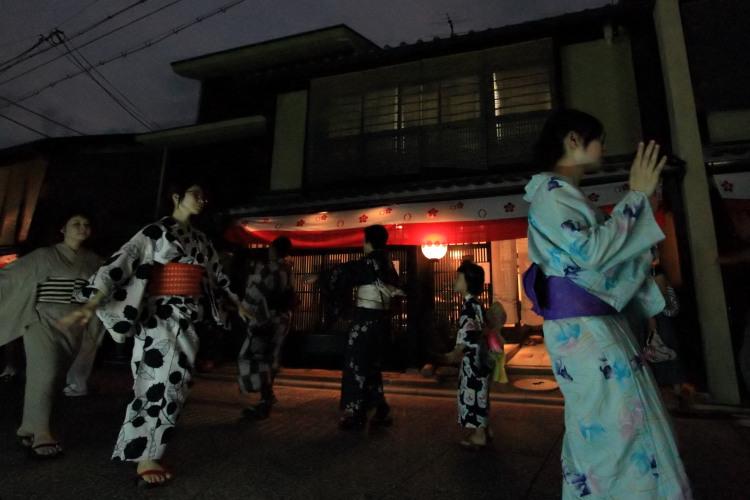 上七軒盆踊り_e0051888_1231120.jpg