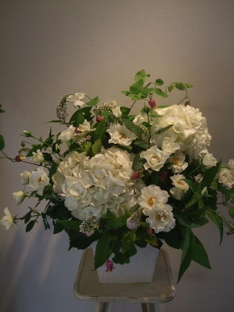オークリーフ(紫陽花とバラとクレマチスのアレンジメント)_f0049672_13102322.jpg