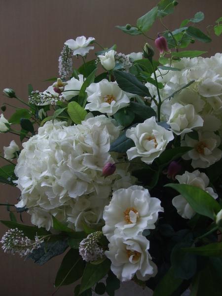 オークリーフ(紫陽花とバラとクレマチスのアレンジメント)_f0049672_13103370.jpg