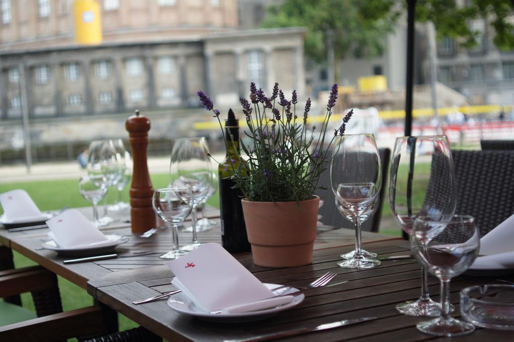 ULA-berlin Team @ AMPELMANN Restaurant_c0180686_4554873.jpg
