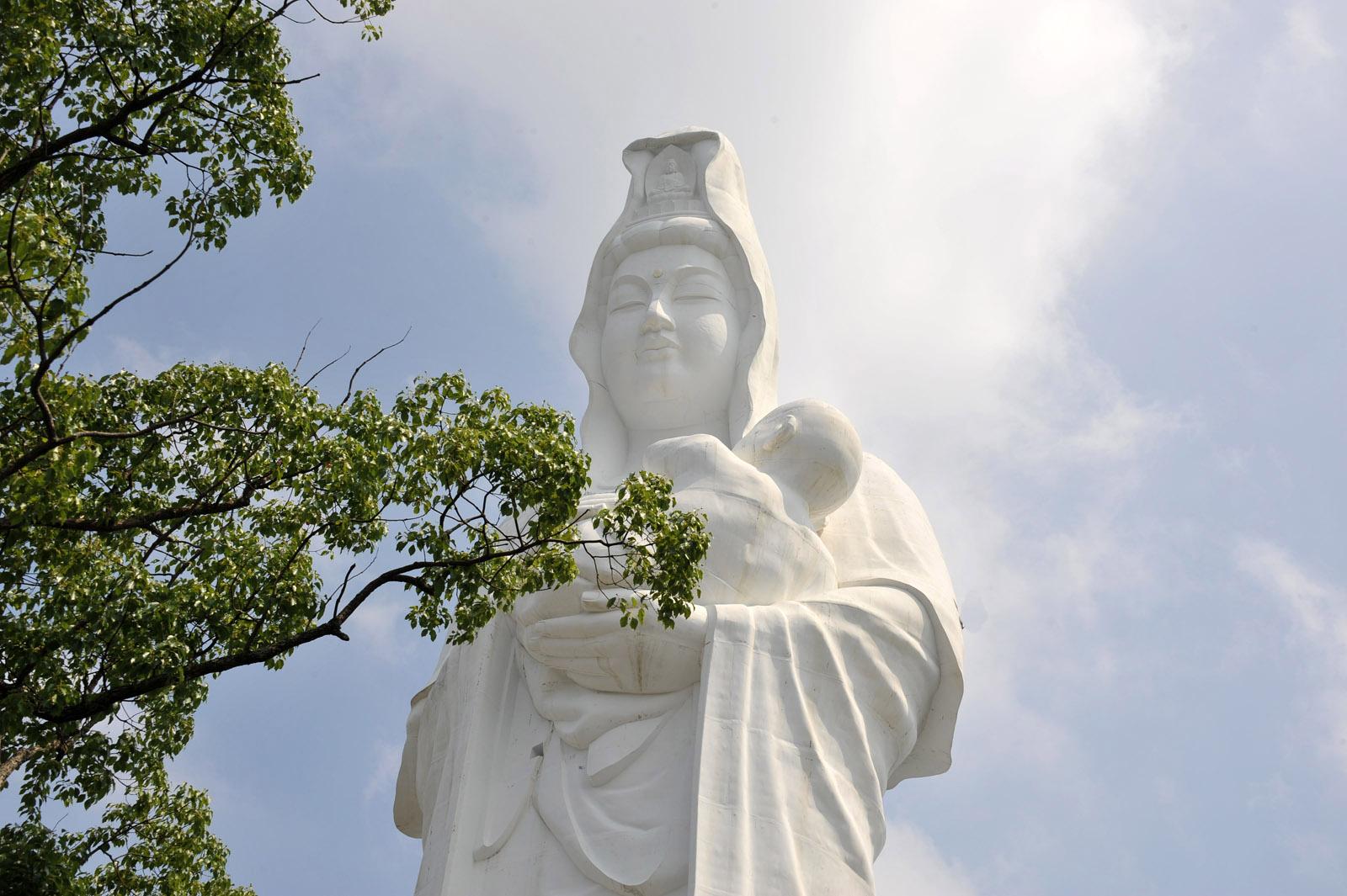久留米 成田山 慈母観音像_f0172619_9153863.jpg