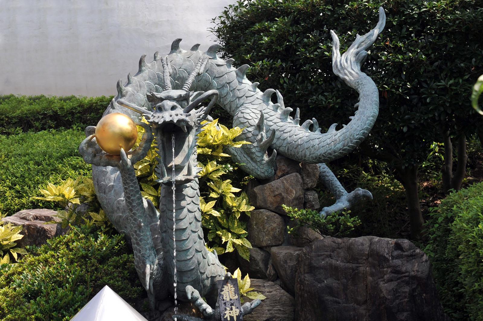 久留米 成田山 慈母観音像_f0172619_916440.jpg