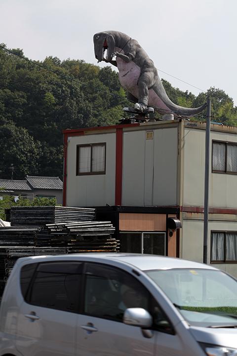 屋根の上のティラノザウルス_c0188434_223047.jpg