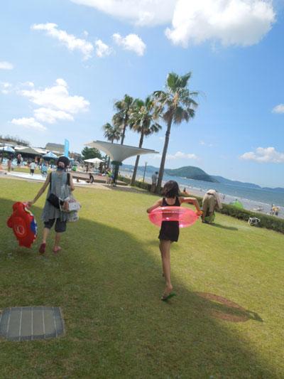 a la picine et a la plage de KARATSU_a0262845_13253570.jpg