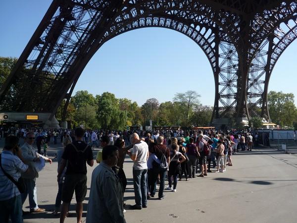 パリ : エッフェル塔に優先的にのぼる裏ワザ 「58トゥール・エッフェル」_e0152073_0595212.jpg