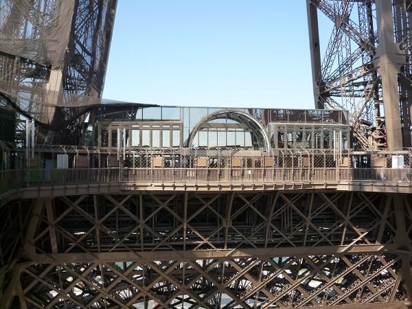パリ : エッフェル塔に優先的にのぼる裏ワザ 「58トゥール・エッフェル」_e0152073_11569.jpg