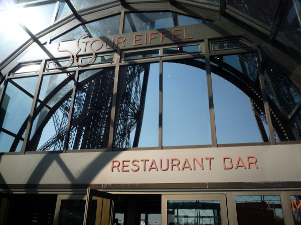 パリ : エッフェル塔に優先的にのぼる裏ワザ 「58トゥール・エッフェル」_e0152073_121529.jpg