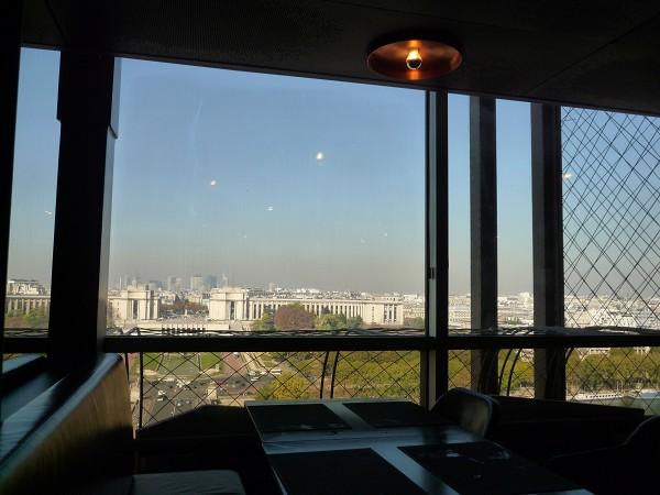 パリ : エッフェル塔に優先的にのぼる裏ワザ 「58トゥール・エッフェル」_e0152073_19396.jpg