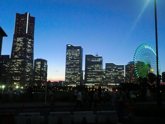横浜港で花火大会_e0119092_12484420.jpg