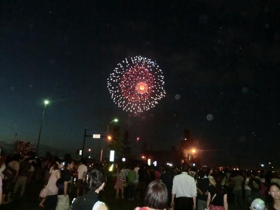 横浜港で花火大会_e0119092_12513619.jpg