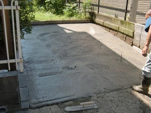 駐車場 ~  コンクリート打設_d0165368_1639542.jpg