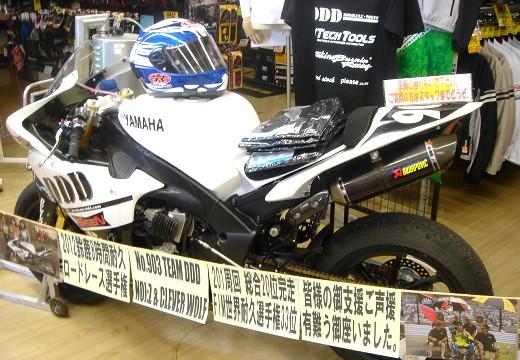 2012鈴鹿8耐マシンがやってきた!_b0163075_8121343.jpg