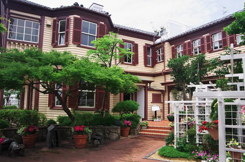 花ざかりの庭(神戸・北野異人館)_f0155048_10573861.jpg
