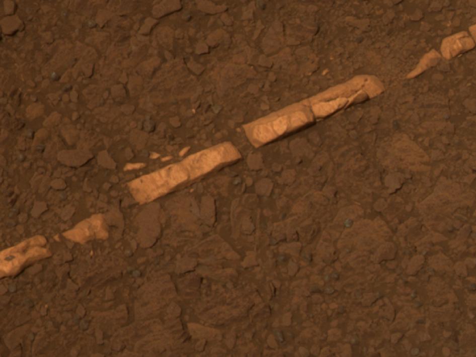 火星探査車オポチュニティーが捉えた火星の岩脈_d0063814_8491017.jpg