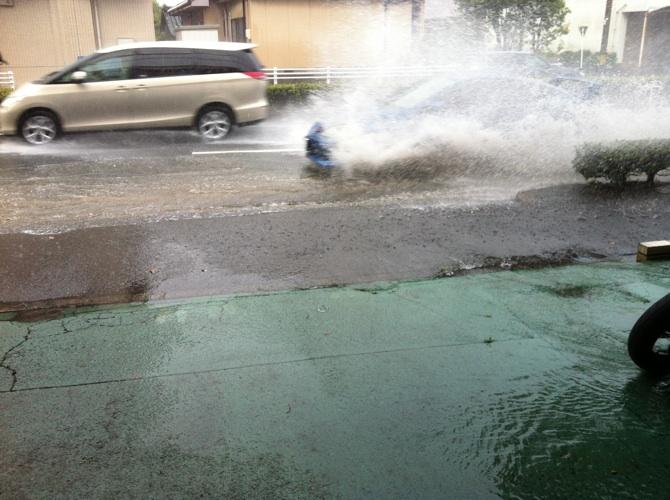 豪雨です。_a0169121_17303690.jpg