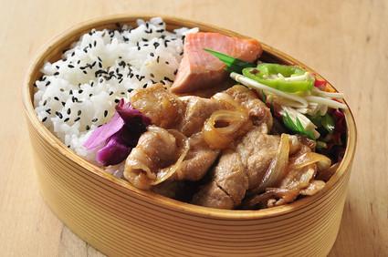 豚の生姜焼き弁当_b0171098_114457.jpg