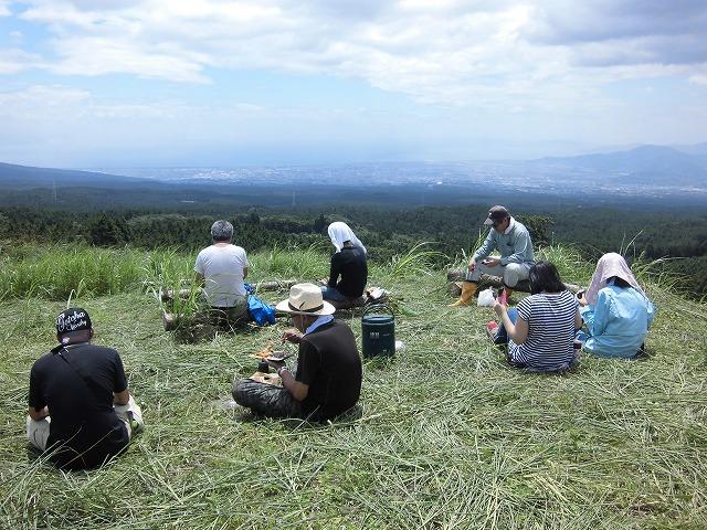 毎年夏の体力・精神修行? 富士山国有林の下刈り_f0141310_6582490.jpg
