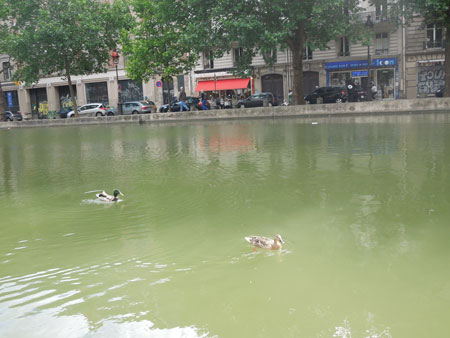 apero au bord du canal St-martin_a0262845_13224134.jpg