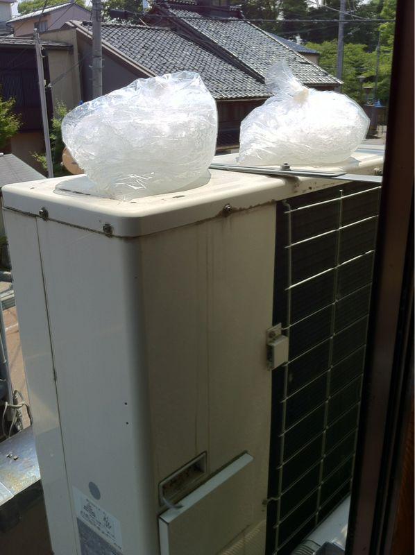 猛暑日はエアコンの室外機を冷すと室内がより冷えますよ\(^o^)/_c0110051_15274559.jpg