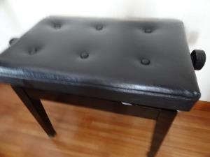 ピアノ椅子修理&お土産_d0165645_9493149.jpg