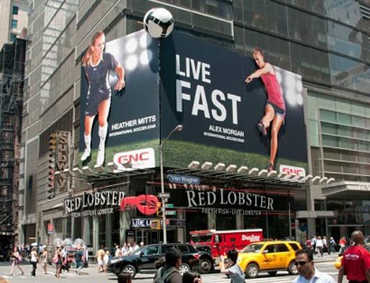 NYのタイムズ・スクエアで見かけたすごい発想の看板_b0007805_0334221.jpg