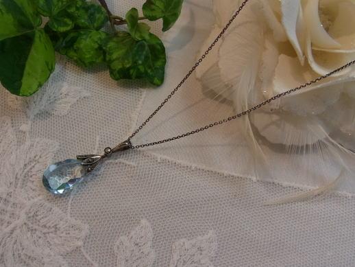アクアマリン色のネックレス........_d0127182_1651286.jpg