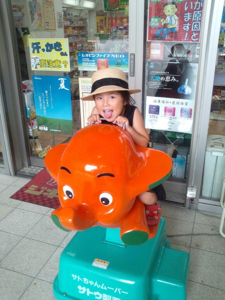shopping with child_b0195783_10182413.jpg