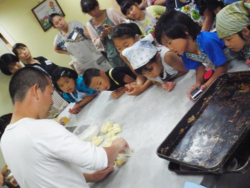 初めてのパン教室。_c0116714_18351430.jpg