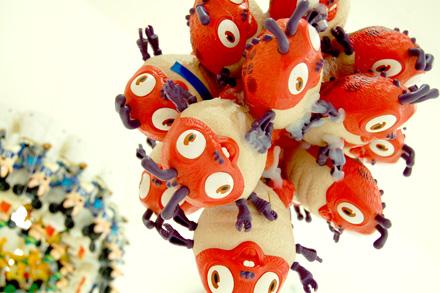 この夏は「藤浩志の美術展」@3331でおもちゃに埋もれる _c0060143_23462496.jpg