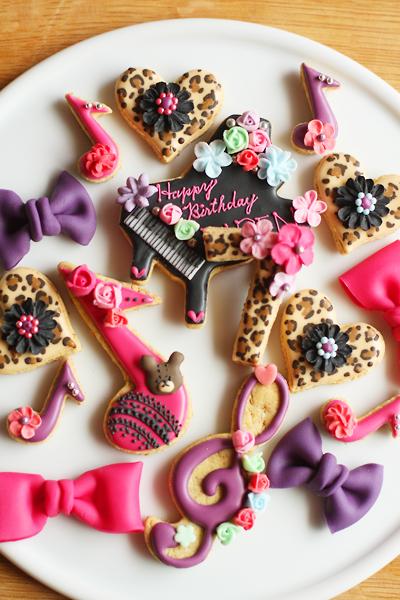 ヒョウ柄とハートとピンクとむらさきとピアノのアイシングクッキー_f0149855_13315426.jpg