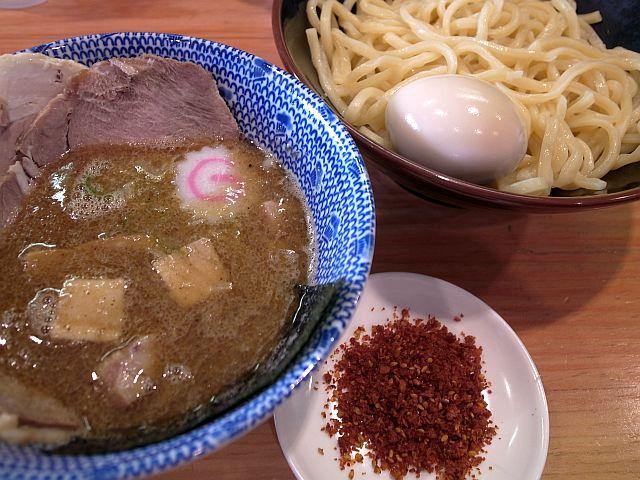 「つけ麺京蔵」は相変わらずの行列店_e0220163_1335962.jpg